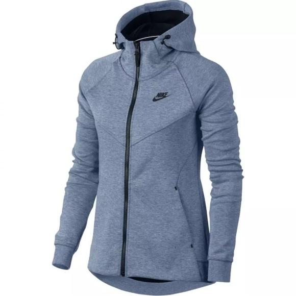73a370dffad9 Women s Nike tech fleece hoodie Size Small